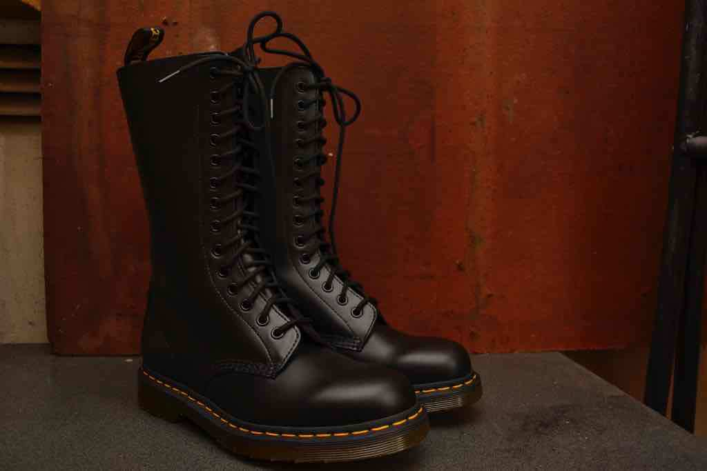 best service cb90a fd6ad 1914 Black Smooth 14 Eyelet Boot