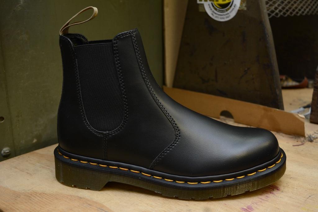 2976 Vegan Chelsea Boot Black
